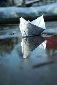 c805b57e2ce05010df58361c3eb4679e--paper-boats-sail-boats